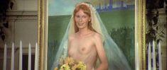 Миа Фэрроу засветила голую грудь в фильме «Свадьба» фото #3