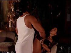 Горячая Минди Вега снялась обнажённой в All Wives Party фото #27