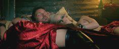 Минди Робинсон засветила грудь в фильме «Наемный убийца» фото #2