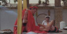 Красивая Мирелла Д'Анджело оголила грудь и попу в фильме «Калигула» фото #3
