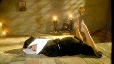 Полностью голая Мишель Торн в фильме «Священная плоть» фото #1