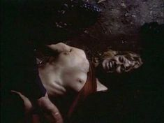 Моник Габриэль засветила голую грудь в фильме «Ловчий смерти 2. Битва титанов» фото #2