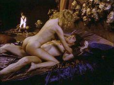 Моник Габриэль засветила голую грудь в фильме «Ловчий смерти 2. Битва титанов» фото #8