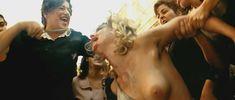 Полностью голая Моника Беллуччи в фильме «Малена» фото #35
