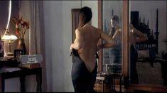 Моника Беллуччи оголила грудь в фильме «Под подозрением» фото #6