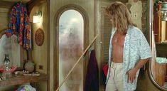 Красотка Мэри Кэй Плэйс оголила грудь и попу в фильме «Капитан Рон» фото #4