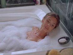 Сексуальная Мэриам д'Або засветила голую грудь в фильме «Американские любовники» фото #2