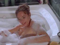 Сексуальная Мэриам д'Або засветила голую грудь в фильме «Американские любовники» фото #3