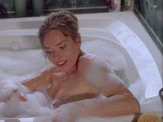 Сексуальная Мэриам д'Або засветила голую грудь в фильме «Американские любовники» фото #4