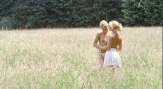 Полностью голая Надин Паскаль в фильме Six Swedes on a Campus фото #1