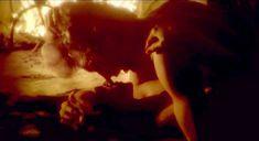 Сексуальная Натали Делон слегка засветила грудь в фильме «Шепот во тьме» фото #4