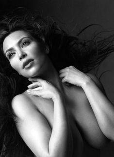 Обнаженное тело Ким Кардашьян в журнале W фото #5