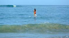 Ким Кардашьян в бикини занимается серфингом фото #5