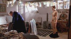 Полностью голая Наташа МакЭлхоун в фильме «Прожить жизнь с Пикассо» фото #2
