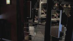 Абсолютно голая Никки Эйкокс в фильме «Темный мир» фото #14