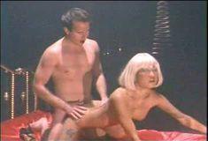 Страстная Николь Оринг снялась голой в сериале «Сексуальные игры Вегаса» фото #4