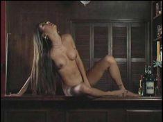 Абсолютно голая Николь Оринг в фильме «Клуб первых жен» фото #36