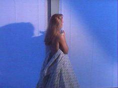 Полностью голая Николь Эггерт в фильме «Смертельный поцелуй» фото #24