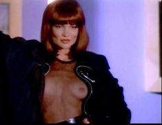 Сексуальная Оди Ингленд оголила грудь и попу в сериале «Дневники «Красной туфельки»» фото #5