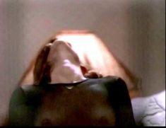 Сексуальная Оди Ингленд оголила грудь и попу в сериале «Дневники «Красной туфельки»» фото #8
