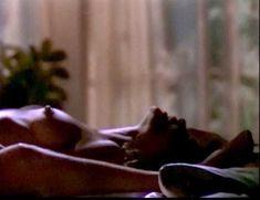 Сексуальная Оди Ингленд оголила грудь и попу в сериале «Дневники «Красной туфельки»» фото #9