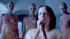 Голая Оливия Ченери в сериале «Страшные сказки» фото #7