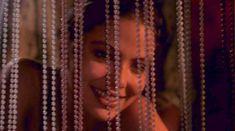 Голая попка Орнеллы Мути в фильме «История обыкновенного безумия» фото #4