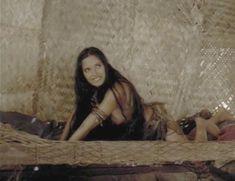 Красивая Падма Лакшми засветила грудь в фильме «Пираты» фото #3