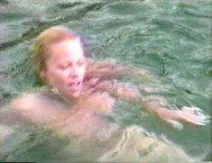 Памела Андерсон в порно «Пэм и Томми Ли: Украденный медовый месяц» фото #18