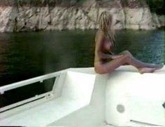 Памела Андерсон в порно «Пэм и Томми Ли: Украденный медовый месяц» фото #22