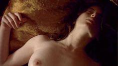 Голая Паскаль Бюссьер в фильме «Когда наступает ночь» фото #7