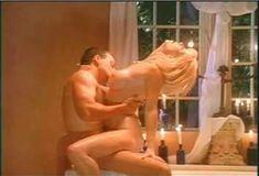 Голая Пегги Трентини в сериале «Бордель в Беверли Хиллз» фото #3