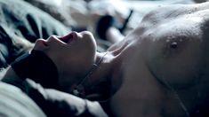 Полностью голая Пенни Пакс в фильме «Подчинение Эммы Маркс» фото #78