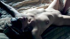 Полностью голая Пенни Пакс в фильме «Подчинение Эммы Маркс» фото #84