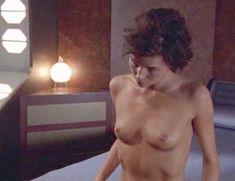 Голая Полли Шеннон в сериале «За гранью возможного» фото #1