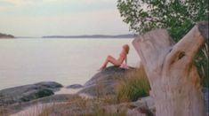 Красивая Ребекка Брук снялась голой в фильме Lauras Toys фото #21