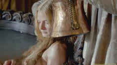 Голая Ребекка Фергюсон в сериале «Белая королева» фото #1