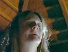 Голая Ромола Гарай в сериале «Удивительное путешествие Мэри Брайант» фото #2