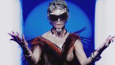 Голая грудь Роуз МакГоун в музыкальном видео RM486 фото #4