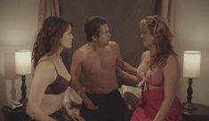 Сандра Тейлор засветила сосок в фильме «Одна, две, много» фото #2