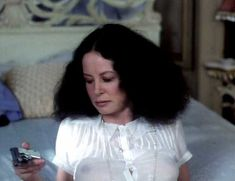 Красотка Сара Майлз засветила грудь под прозрачным нарядом в фильме «Вечный сон» фото #6