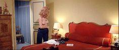 Полностью голая Сибил Даннинг в фильме «Красная королева убивает семь раз» фото #12