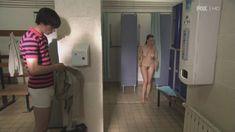 Голая Сиван Моррис в сериале «Молокососы» фото #1