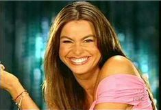 Красивая София Вергара засветила грудь сквозь топ для видео Maxim Hot 100 фото #4