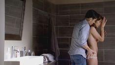 Голая Стефани Зостак в сериале «Супружеский долг» фото #2