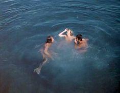Голая Сьюзен Джордж в фильме «Тигровая акула» фото #7