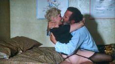 Сьюзен Тиррел засветила грудь в фильме «История обыкновенного безумия» фото #7