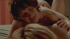 Голая грудь Теа Гилл в сериале «Близкие друзья» фото #2