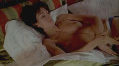 Голая грудь Теа Гилл в сериале «Близкие друзья» фото #16