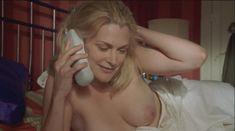 Голая грудь Теа Гилл в сериале «Близкие друзья» фото #17